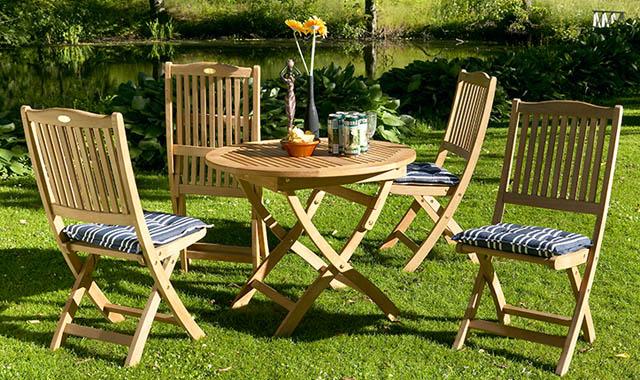Садовая мебель на участке